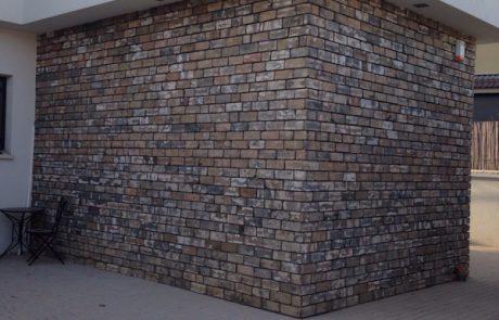 מפירוק אפור רחב - חיפוי קירות חוץ