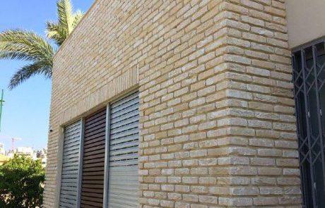 בריקים לבנים במראה עדכני לחיפוי קירות חוץ
