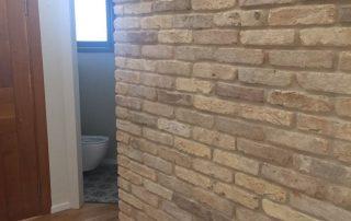 בריקים מאורכים לחיפוי קירות פנים