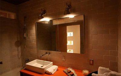 חיפוי קירות אמבטיה באמצעות בריקים