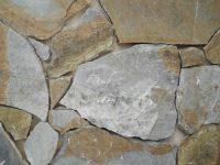 אבן פראית בגוון חום