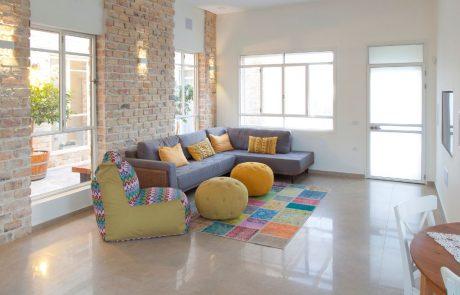 בריקים מפירוק צהוב רחב - חיפוי קיר פנימי בסלון
