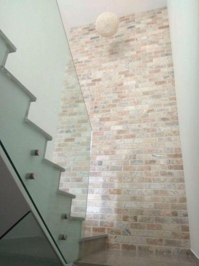 חיפוי קיר מדרגות