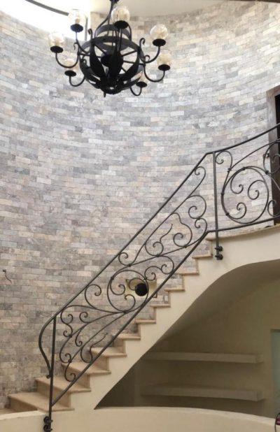 חיפוי קיר פנימי מדרגות