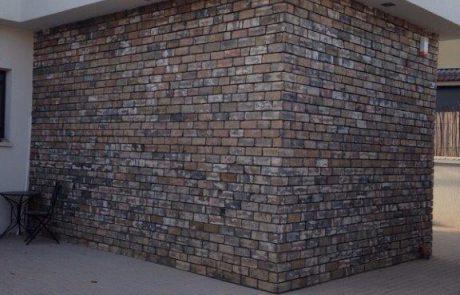 בריקים ללא רובה לחיפוי קירות חוץ