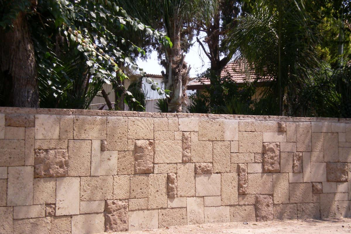 אבן טופו בהיר גדר