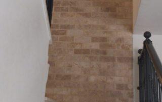 בריקים בז - חיפוי קיר מדרגות