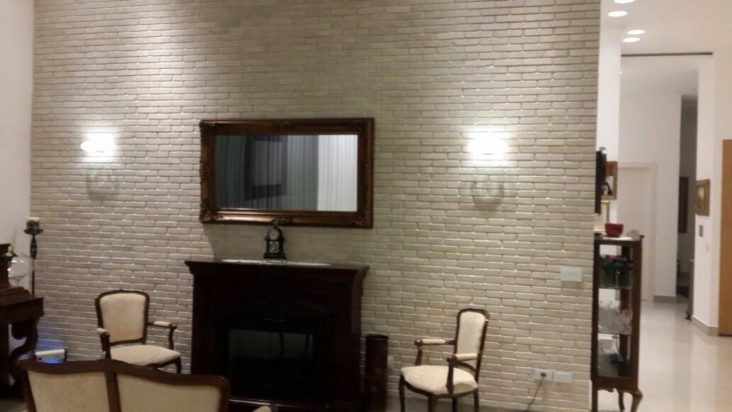 ארדון צר - בריקים קיר סלון