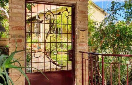 בריקים דגם שאטו ברצלונה- חיפוי עמודים בגינה